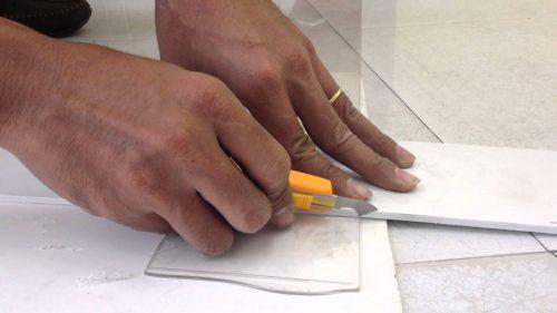 dao cắt mica thủ công