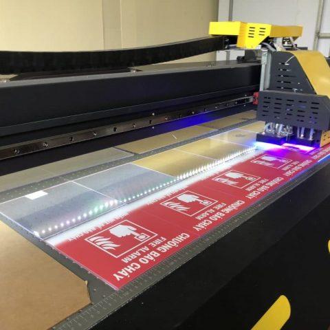 3 công nghệ in ấn thông dụng để in lên tấm mica 27