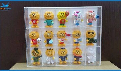 Kệ mica trưng bày gấu bông 1