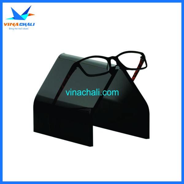 kệ mica trưng bày kính mắt màu đen