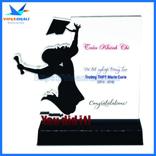 Kỷ niệm chương lễ tốt nghiệp nữ 3