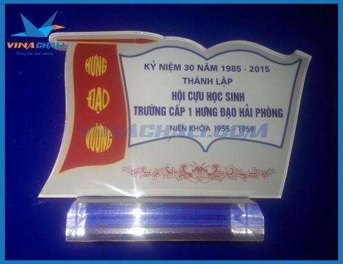 Kỷ niệm chương hội cựu học sinh 3